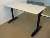 Kompakt skrivebord i lys grå / sort, 120x60cm, pent brukt