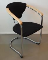 Konferansestol / stablestol i sort stoff / krom / bøk armlene, pent brukt