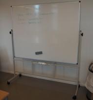 Mobilt whiteboard på hjul, 2sidig, 150x120cm whiteboard, pent brukt
