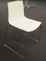 Arper Catifa 46, stablebar design-stol i hvit / rød plast / krom, pent brukt
