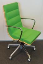 ForaForm Getz konferansestol i grønt stoff / bjerk / krom, brukt med slitasje