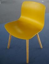 HAY About a chair AAC 12 i sennepsgul plast / eik, pent brukt