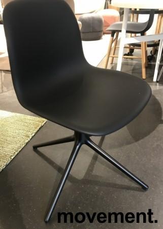 Konferansestol / møteromsstol i sort skinn / sort fra Normann Copenhagen, modell Form Swing, pent brukt bilde 2