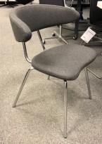Konferansestol / besøksstol i gråmelert ullstoff / krom fra Mitab, modell Ving, design: Jurij Rahimkulov, NYTRUKKET