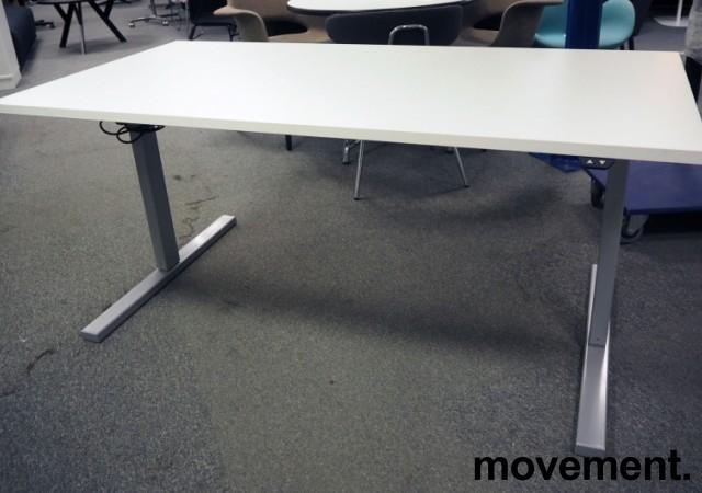 Skrivebord med elektrisk hevsenk i hvitt / grått fra Linak, 160x80cm, pent brukt bilde 2
