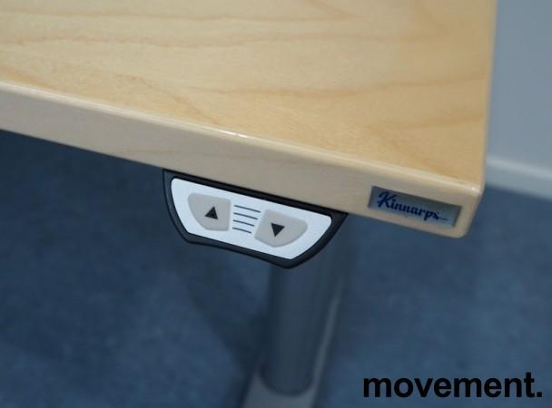 Kinnarps elektrisk hevsenk hjørneløsning skrivebord i bjerk, 180x180cm, sving på venstre side, T-serie, pent brukt bilde 4