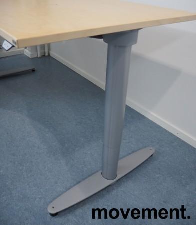 Kinnarps elektrisk hevsenk hjørneløsning skrivebord i bjerk, 180x180cm, sving på venstre side, T-serie, pent brukt bilde 3