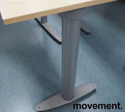 Kinnarps elektrisk hevsenk hjørneløsning skrivebord i bjerk, 180x180cm, sving på høyre side, T-serie, pent brukt bilde 3