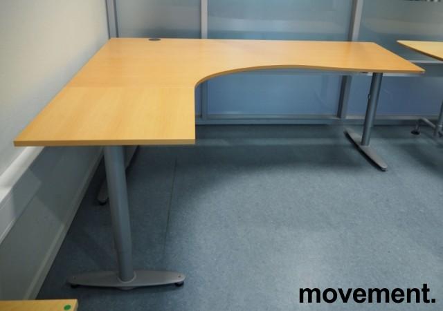 Kinnarps hjørneløsning skrivebord i bøk, venstreløsning, 200x180cm, T-serie, pent brukt bilde 2