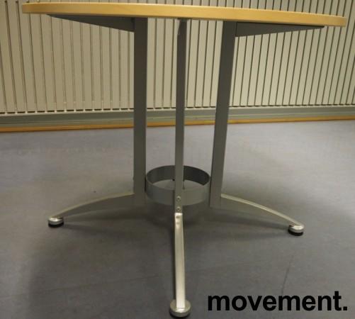 Rundt møtebord / kantinebord i bjerk / grå fra Kinnarps, modell Asto, Ø=90cm, H=73cm, pent brukt bilde 2