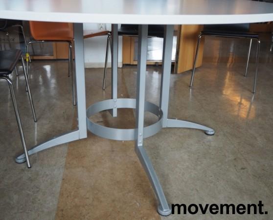 Rundt møtebord / konferansebord / kantinebord i hvitt / grått fra Kinnarps, modell Asto, Ø=130cm, pent brukt bilde 3
