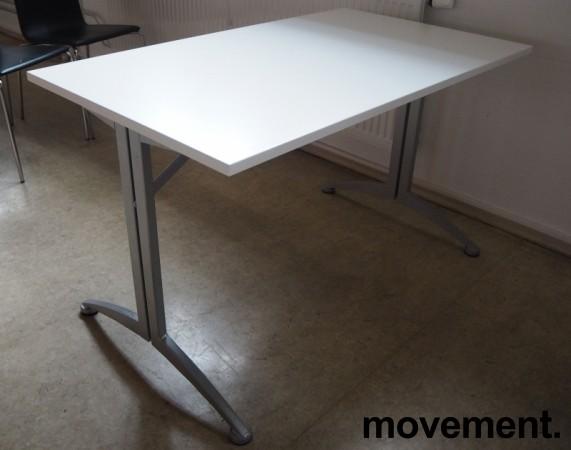 Kinnarps skrivebord / kantinebord i hvitt / grått, 120x70cm, pent brukt bilde 1