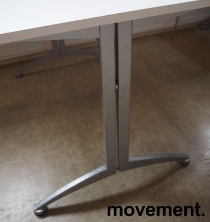 Kinnarps skrivebord / kantinebord i hvitt / grått, 120x70cm, pent brukt bilde 3