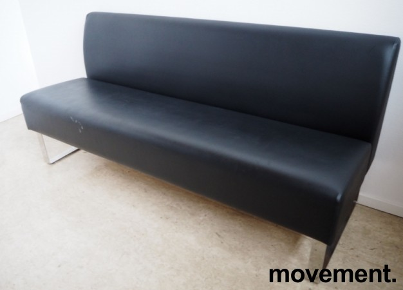 Sittebenk / sofa for kantine e.l i sort skinn fra Materia, Monolite, bredde 170cm, pent brukt bilde 2