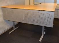 Skrivebord hjørneløsning med el. hevsenk, bjerk bordplater, 200x200cm, pent brukt