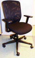EFG Teamspirit kontorstol, sort stoffsete, mesh rygg, armlener, sort kryss pent brukt