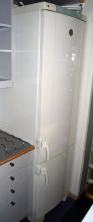 Kjøleskap / kombiskap fra Electrolux i hvitt, modell ERE3900, 200cm høyde, pent brukt bilde 1