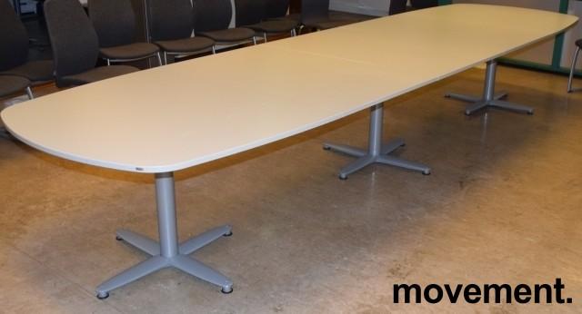 Kinnarps T-serie konferansebord / møtebord i lys grå / grått understell, 440x120cm passer 14-16 personer, pent brukt bilde 3