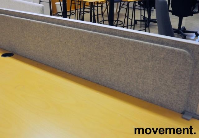 Kinnarps Rezon bordskillevegg til kontorpult i lys gråmelert ullfilt, 180 cm bredde, 35cm høyde, pent brukt bilde 3