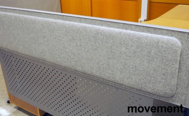 Kinnarps Rezon bordskillevegg til kontorpult i lys gråmelert ullfilt, 180 cm bredde, 35cm høyde, pent brukt bilde 1
