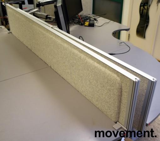 Kinnarps Rezon bordskillevegg til kontorpult i lys gråmelert ullfilt, 180 cm bredde, 35cm høyde, pent brukt bilde 2