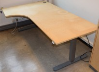 Elektrisk hevsenk skrivebord hjørneløsning i bjerk, EFG Active-serie, 120x200cm, pent brukt