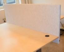 Bordskillevegg / skjermvegg for skrivebord fra EFG, lysegrått, ullmelert stoff, 200x76cm, pent brukt