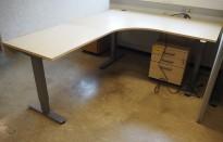 Skrivebord / hjørneløsning med elektrisk hevsenk fra EFG i bjerk, 160x200cm, venstreløsning, pent brukt