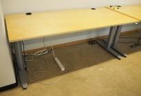 Kinnarps T-serie elektrisk hevsenk skrivebord 180x80cm i bjerk, pent brukt