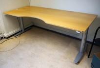 Kinnarps T-serie elektrisk hevsenk skrivebord 200x90cm i bøk, mavebue, pent brukt