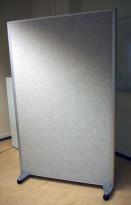Skillevegg i lys grå ullfilt fra EFG på hjul, EFG Room, 123x200cm, pent brukt
