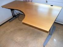 Kinnarps elektrisk hevsenk hjørneløsning skrivebord i bøk, 200x120cm, sving på h. side, T-serie, pent brukt