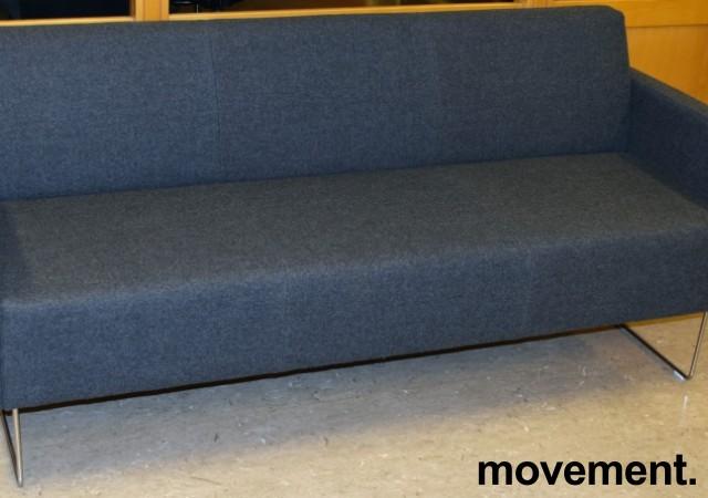 Loungesofa: VAD Pivot 3-seter sofa i mørkegrått melert ullstoff, 188cm bredde, pent brukt bilde 2