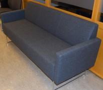 Loungesofa: VAD Pivot 3-seter sofa i mørkegrått melert ullstoff, 188cm bredde, pent brukt