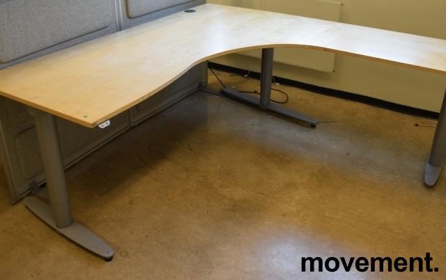 Kinnarps elektrisk hevsenk hjørneløsning skrivebord i bjerk, 200x200cm, sving på h. side, T-serie, pent brukt bilde 2
