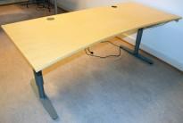 EFG elektrisk hevsenk skrivebord i bjerk, 160x90cm, innsving/magebue, pent brukt