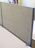 Kinnarps Rezon bordskillevegg til kontorpult i lysegrått, 100 cm bredde, 69cm høyde, pent brukt