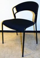 Stablebar konferansestol fra Kinnarps, modell Tango i sort stoff / sort ramme, pent brukt