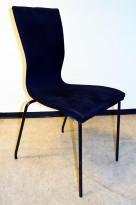 Konferansestol fra EFG/HovDokka i sort mikrofiberstoff / sorte ben, modell GRAF, pent brukt