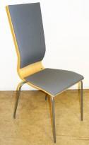 Konferansestol fra EFG i bjerk, rygg/sete i grått stoff, grå ben, høy rygg. modell GRAF, pent brukt