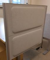 Kinnarps Rezon bordskillevegg til kontorpult i lysegrått, 80 cm bredde, 69cm høyde, pent brukt