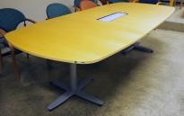Møtebord i bjerk / grått, Kinnarps T-serie, kabelboks nedfelt, 280x120cm, passer 8-10 personer, pent brukt