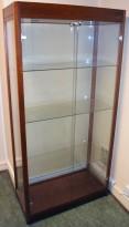 Glassmonter/premieskap: 90cm bredde, 40cm dybde, 180cm høyde, pent brukt