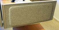 Kinnarps Rezon bordskillevegg til kontorpult i lys gråmelert ullfilt, 80cm bredde, 35cm høyde, pent brukt