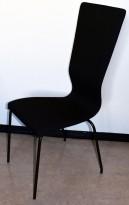 Konferansestol fra EFG HovDokka i sort stofftrekk, sorte ben, høy rygg. modell GRAF, pent brukt