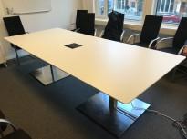 Møtebord i hvitt / satinert stål, 280x120cm, passer 8-10 personer, pent brukt med noe slitasje