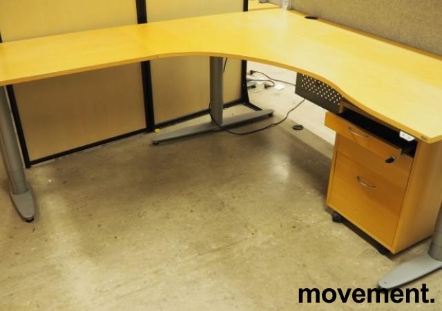 Kinnarps elektrisk hevsenk hjørneløsning skrivebord i bøk, 200x200cm, sving på venstre side, T-serie, pent brukt bilde 1