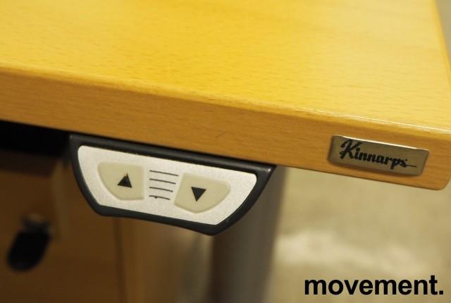 Kinnarps elektrisk hevsenk hjørneløsning skrivebord i bøk, 200x200cm, sving på venstre side, T-serie, pent brukt bilde 3