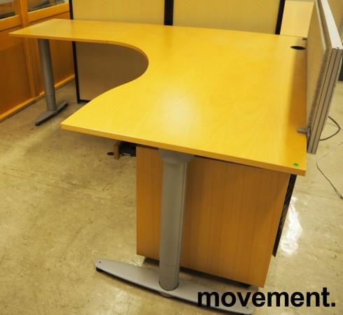 Kinnarps elektrisk hevsenk hjørneløsning skrivebord i bøk, 200x200cm, sving på venstre side, T-serie, pent brukt bilde 2