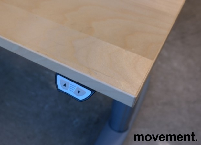 Kinnarps elektrisk hevsenk hjørneløsning skrivebord i bjerk, 200x200cm, dybde 80cm, T-serie, pent brukt bilde 3